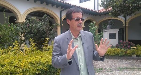Celio Nieves Herrera en la plazoleta del Concejal de Bogotá