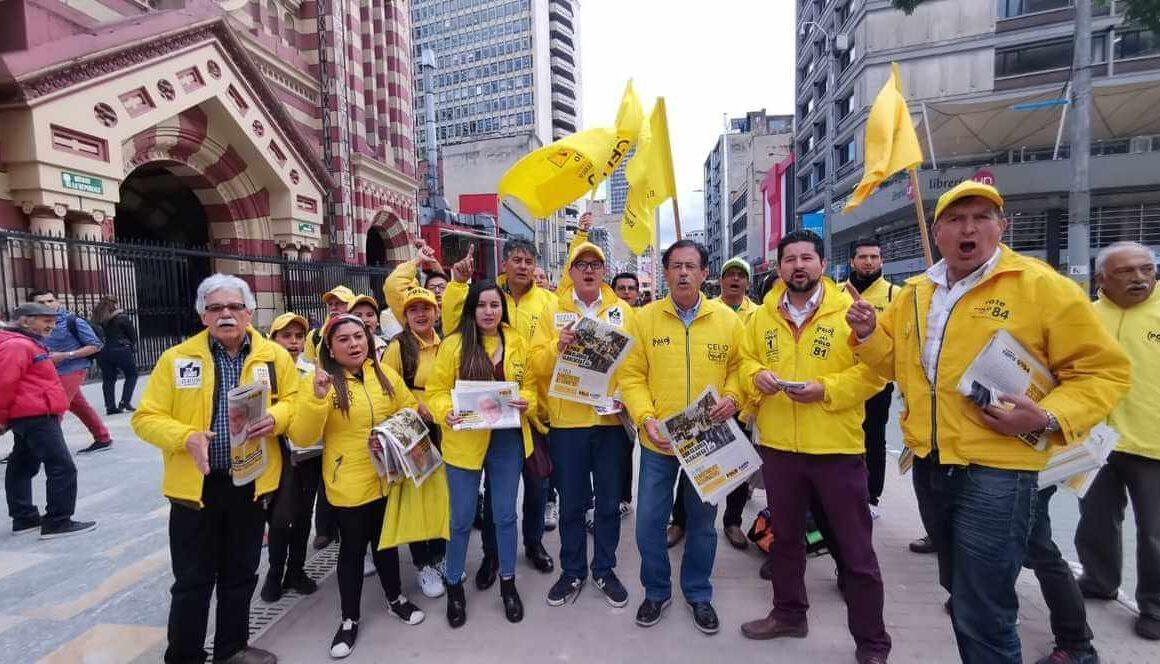 equipo del concejal haciendo campaña