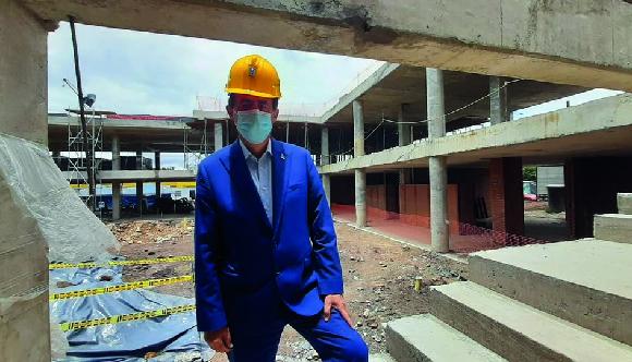 Construcción institución educativa con Concejal Celio Nieves